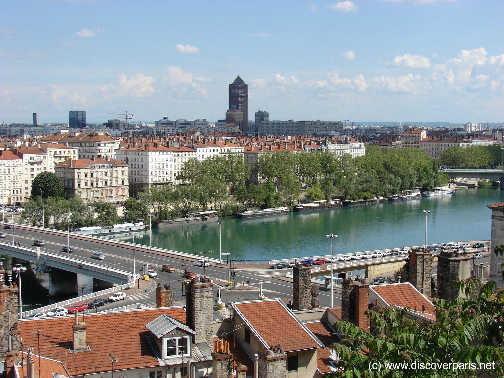 View of the Rhône River Lyon, FRANCE (avec images