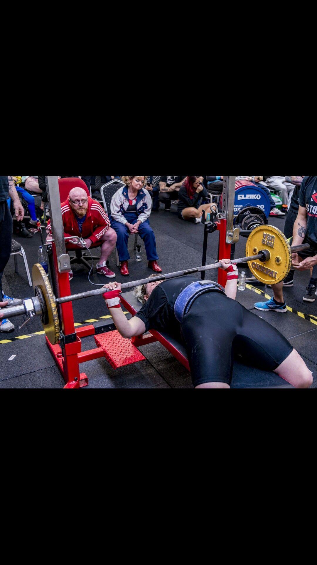 Powerlifting Womens Powerlifting Benching Weights Fitness Powerlifting Womens Powerlifting Benching Weights Fitness Beaut En 2020 Levantamiento De Pesas