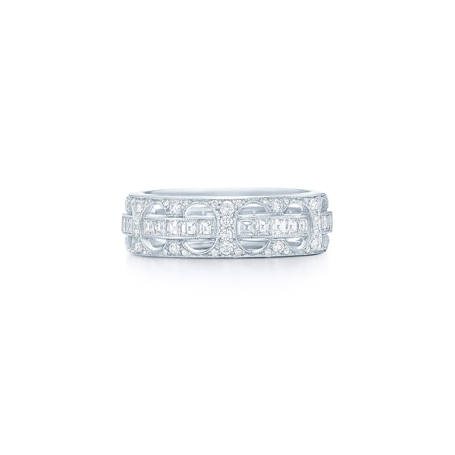 Contemporary band ring with round brilliant and square diamonds