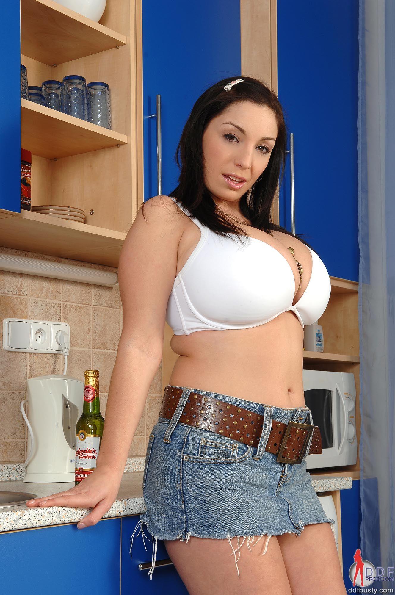 Lady barbara tied tits