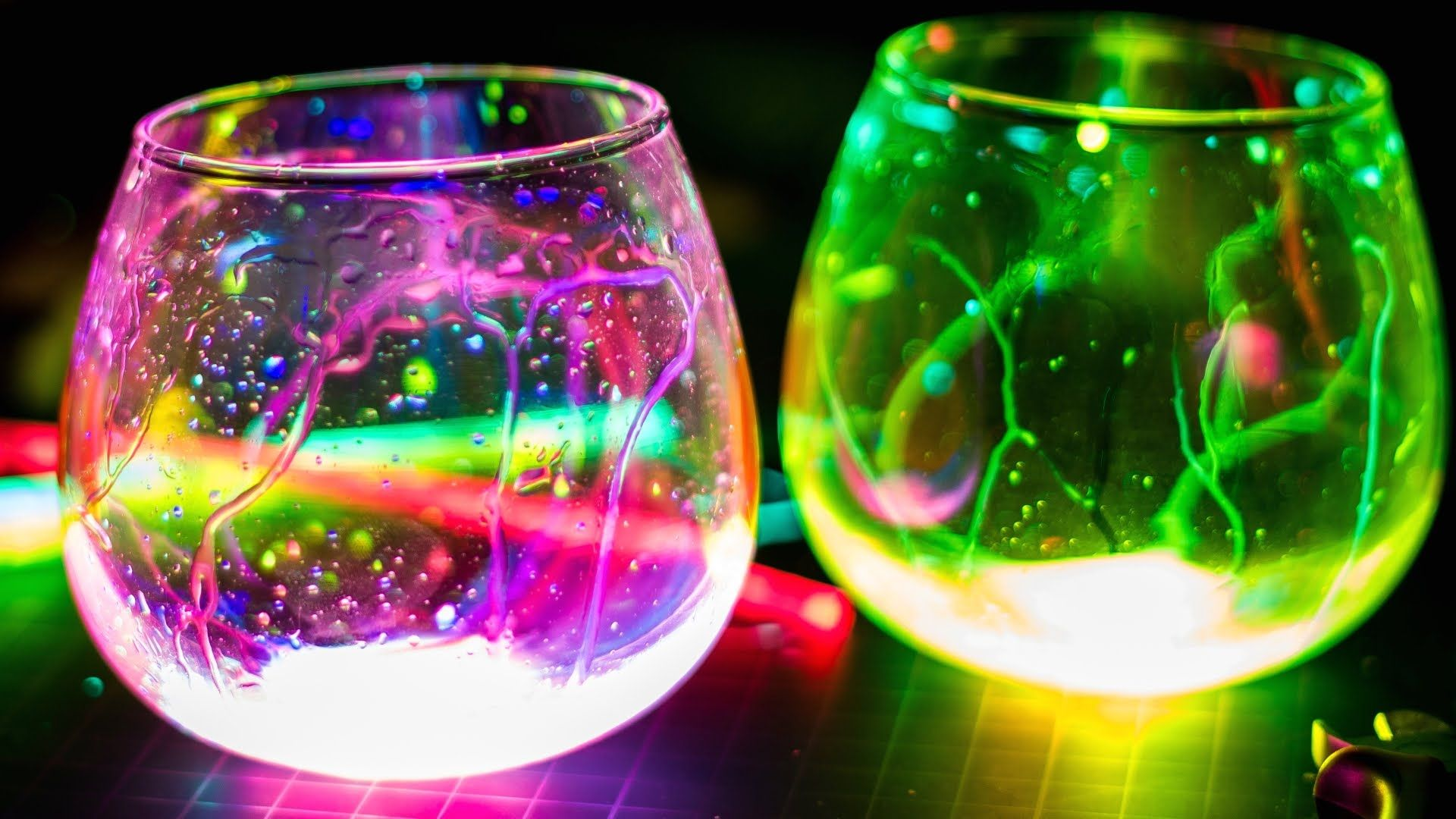 10 Magic And Very Cool Science Experiments You Can Do At Home With
