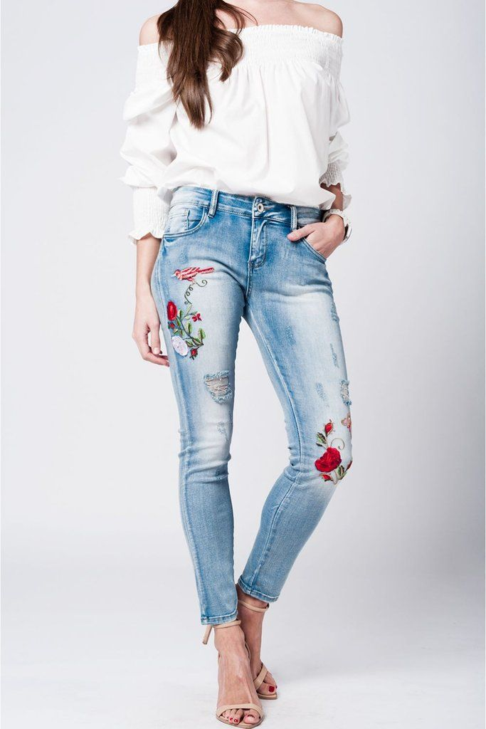 229b99d8 Jean azul claro con bordado de mariposa y rosas | pinterest closeet ...