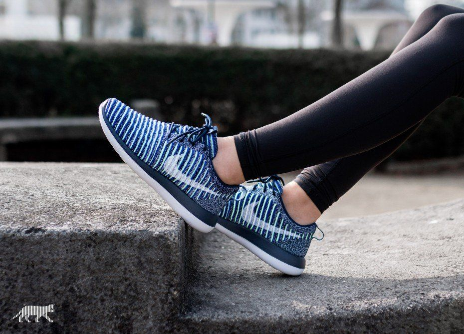 9b8294a77 Nike Wmns Roshe Two Flyknit (College Navy   White - Binary Blue) in ...