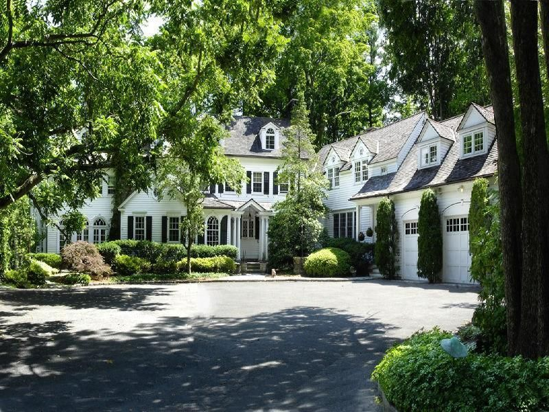 30 Gorgeous Garages You'll Want to Move Into - The Glam Pad #dreamhouses