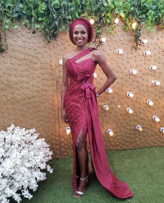 Benutzerdefinierte nigerianischen Spitze Outfits, Aso-Ebi Kleider, Afrikanische Hochzeit Part... #afrikanischehochzeiten Benutzerdefinierte nigerianischen Spitze Outfits, Aso-Ebi Kleider, Afrikanische Hochzeit Partei Gast Outfits, afrikanische Kleider Diyanu #afrikanischekleider