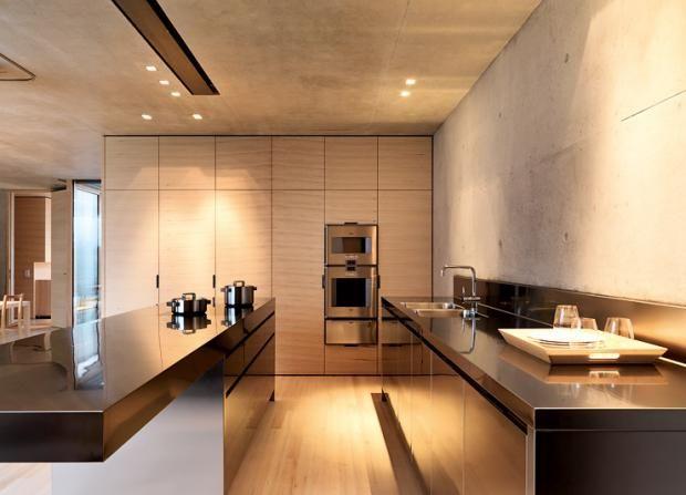Betonhaus am Hang Sichtbeton und Holz in der Küche Haus, Magnolia