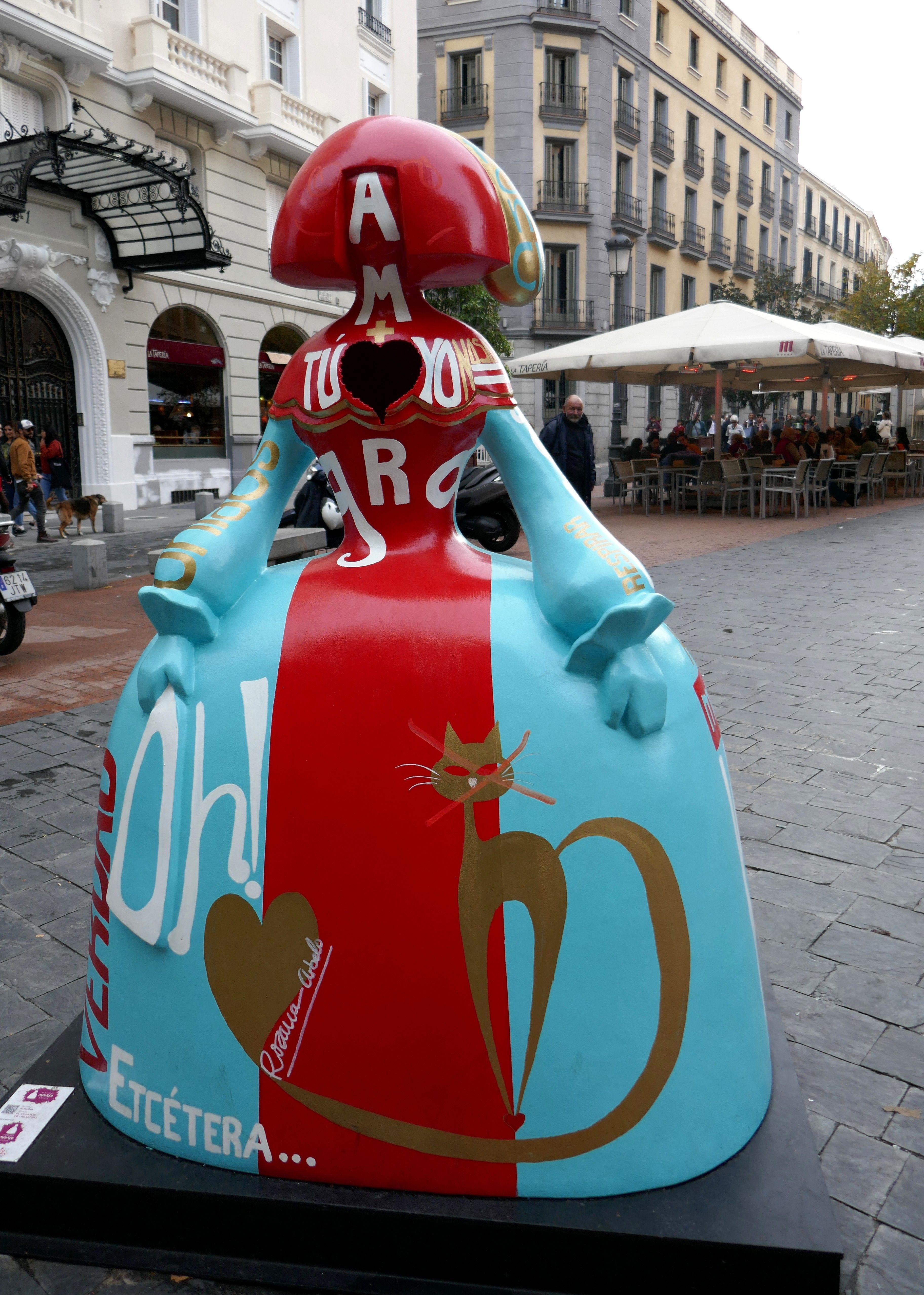 El Corazón De Las Letras Rosa Meninas Madrid Gallery Madrid Castille Espagne Street Art Public Art Art Projects