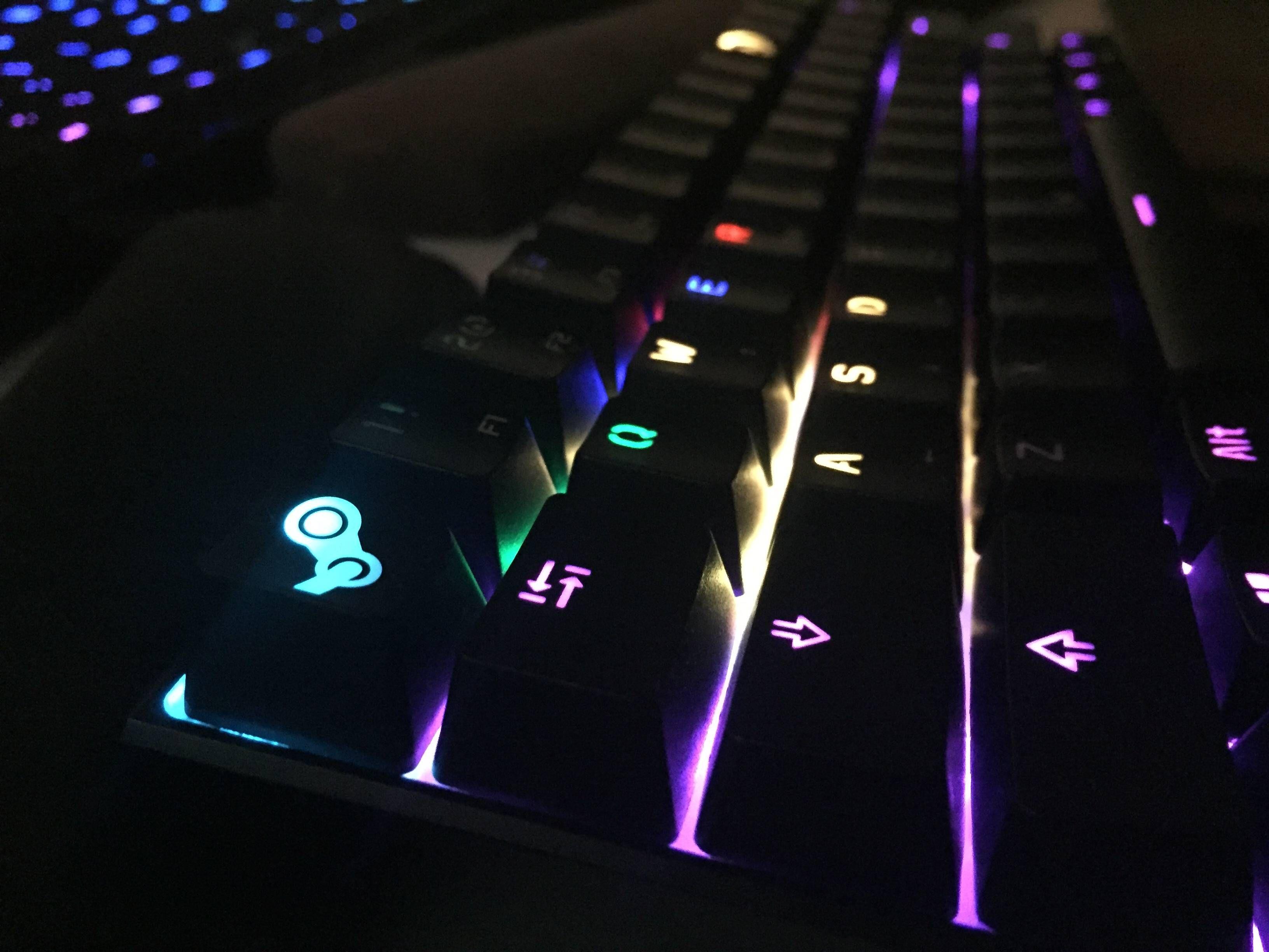 heuheuh - First custom mech! Steam and Overwatch key caps