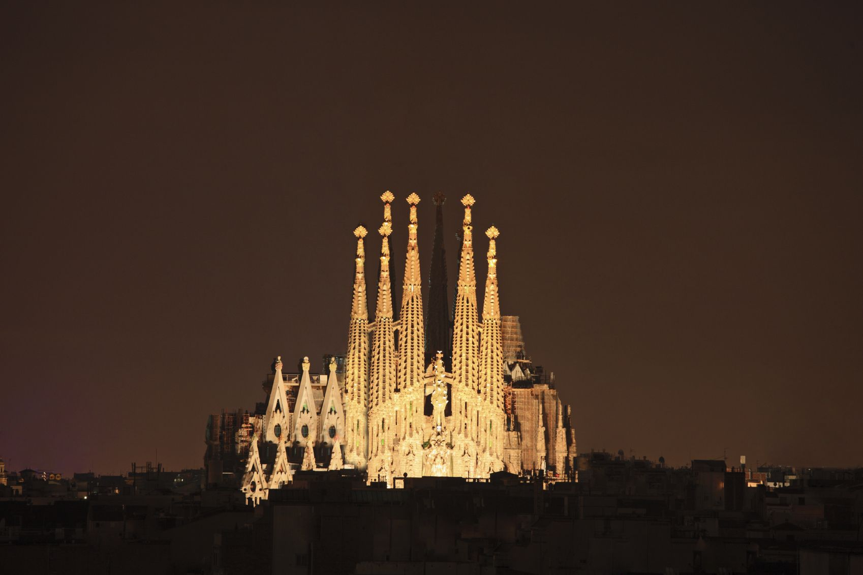 Visit the sagrada familia bucket list pinterest for Barcelona famila