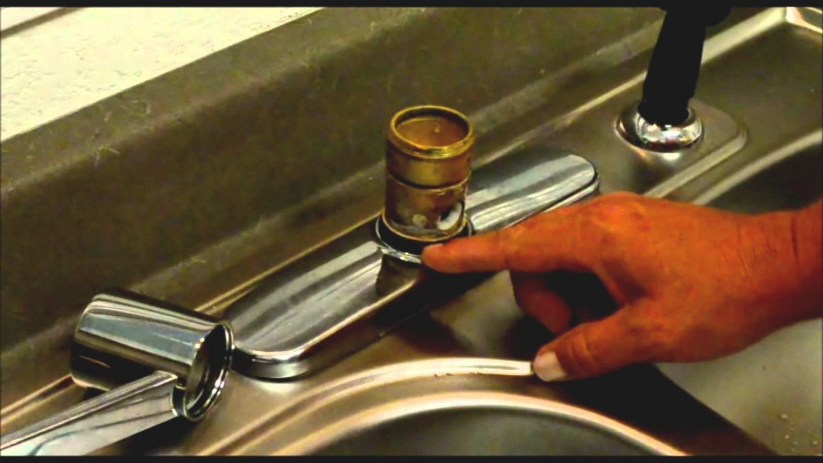 Kitchenfaucetleakingatbase Kitchen Faucet Repair Faucet Repair