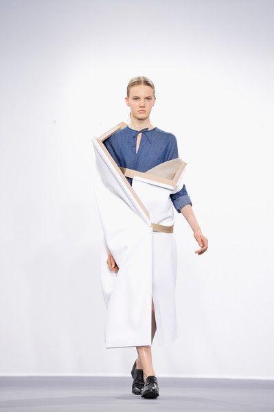 Viktor+Rolf+Runway+Paris+Fashion+Week+Haute+_nlq5E9ccQRl.jpg (399×600)