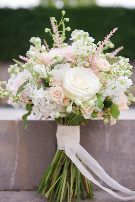 Boeket; Fleurs; La mariée; Mariage; Decoratie; boeketten blancs; Boeketten créatifs; …,  #b…