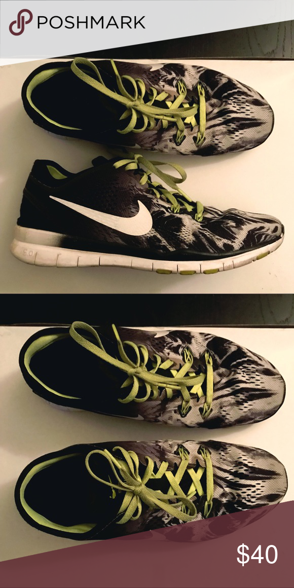competitive price 3da53 2eff8 NIKE Free TR FIT 5 sneaker Women s running sneakers size 8.5 No rips or  holes Machine washable Black  white   neon Green Nike Shoes Sneakers