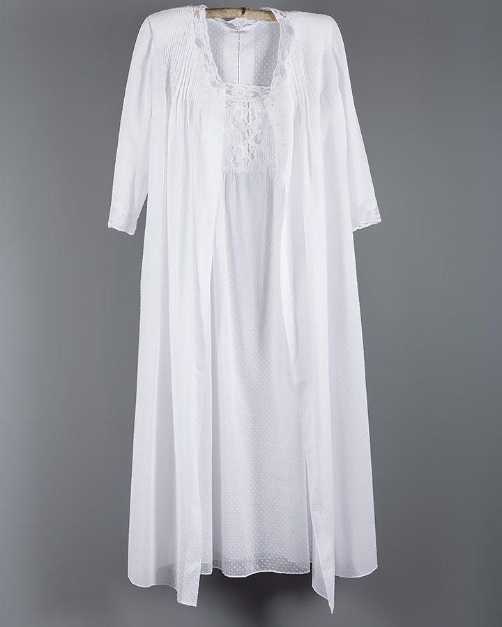 8294d7036a Conjunto de bata y camisón en plumeti algodón 100%.Todo trabajado a mano.