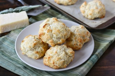 cheddar-and-sage-biscuits