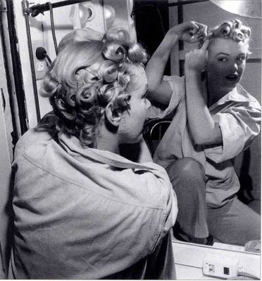 Putting In Pin Curls Art And Beauty Pinterest Haarstyling