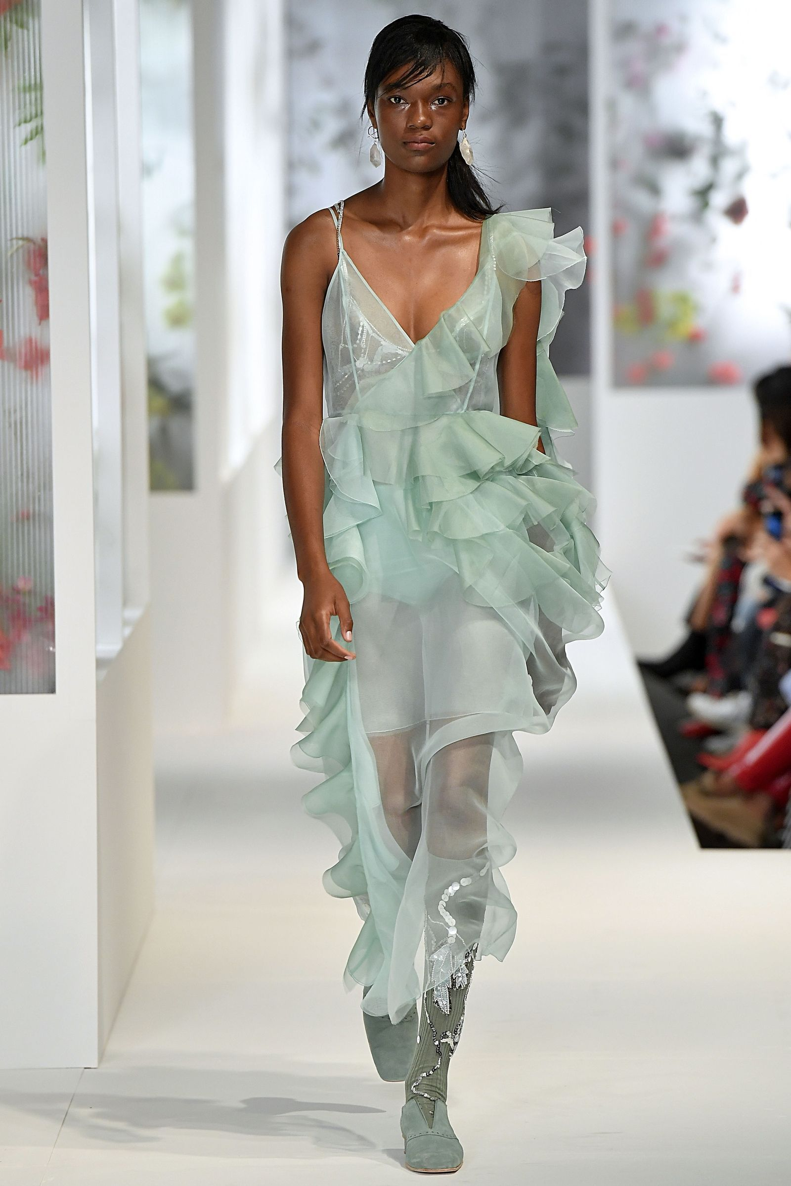 The Best Runway Looks From London Fashion Week | London fashion, Uk ...