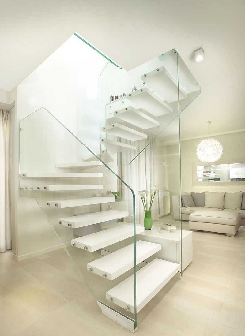 Half turn staircase with a lateral stringer Marretti
