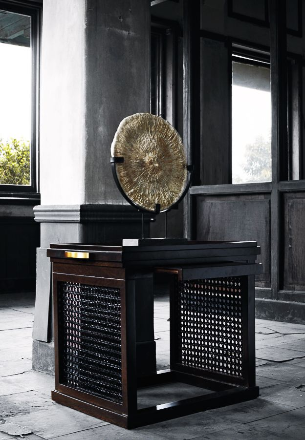 Vivere Couture Raya Display Table Vivere