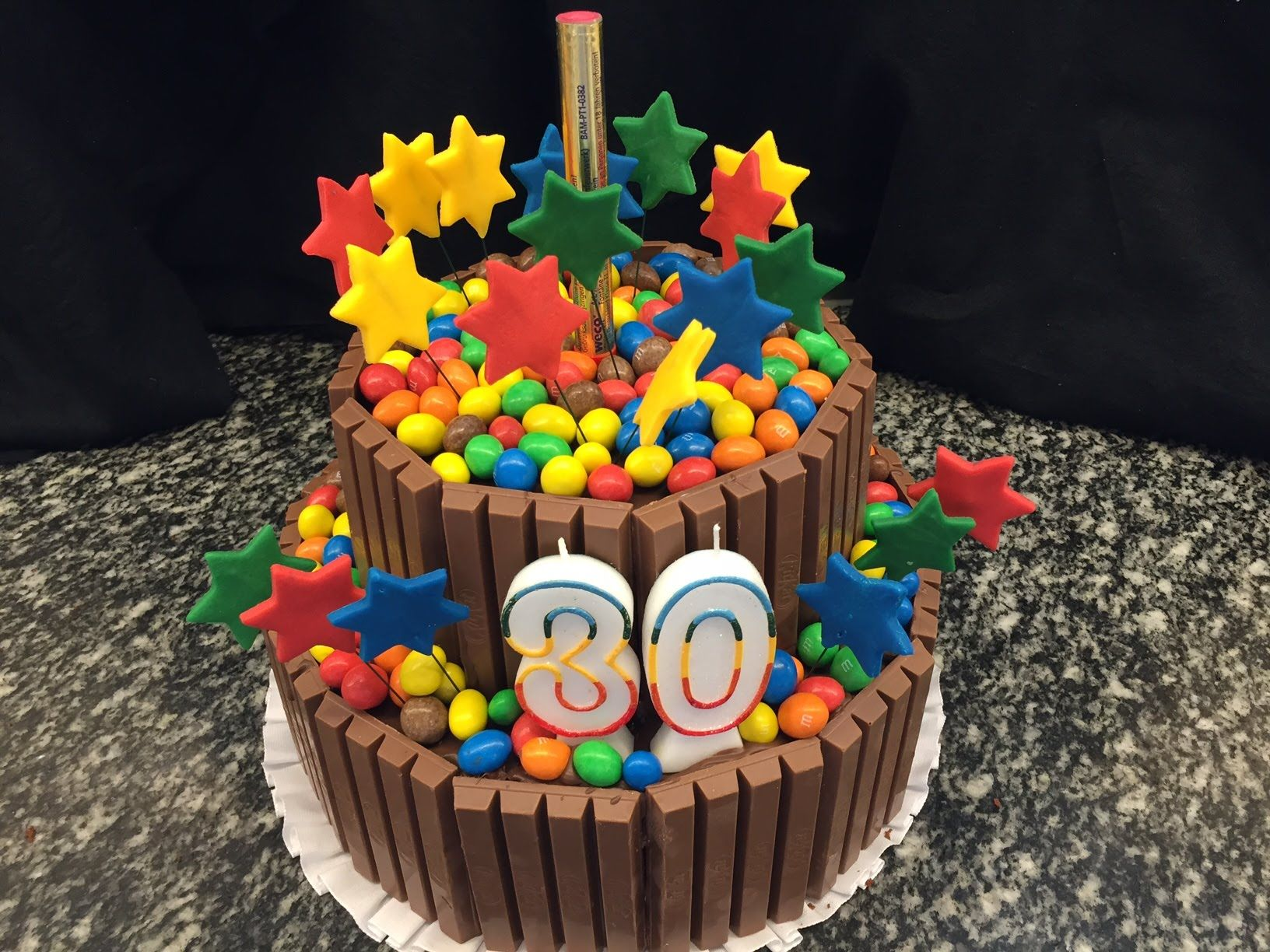 Украсить торт эмемдемс фото