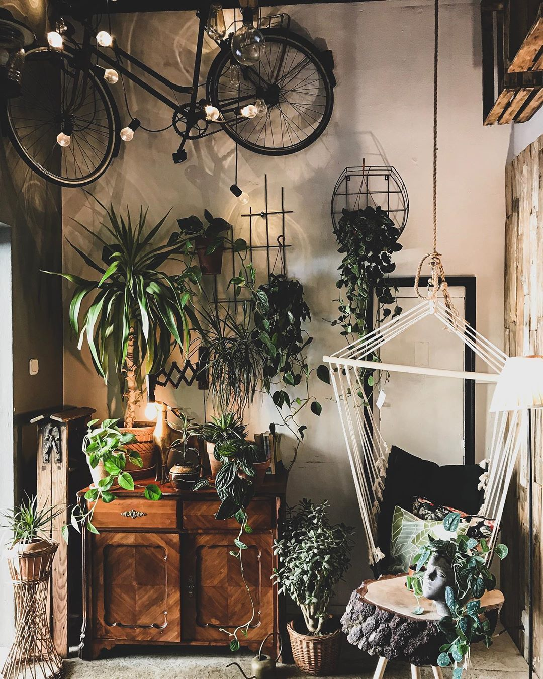 @slodkichlopak #interiordesign #homedecor #bohostyle #industrialdesign #vintage #prl #design #plants #oldschool #bike