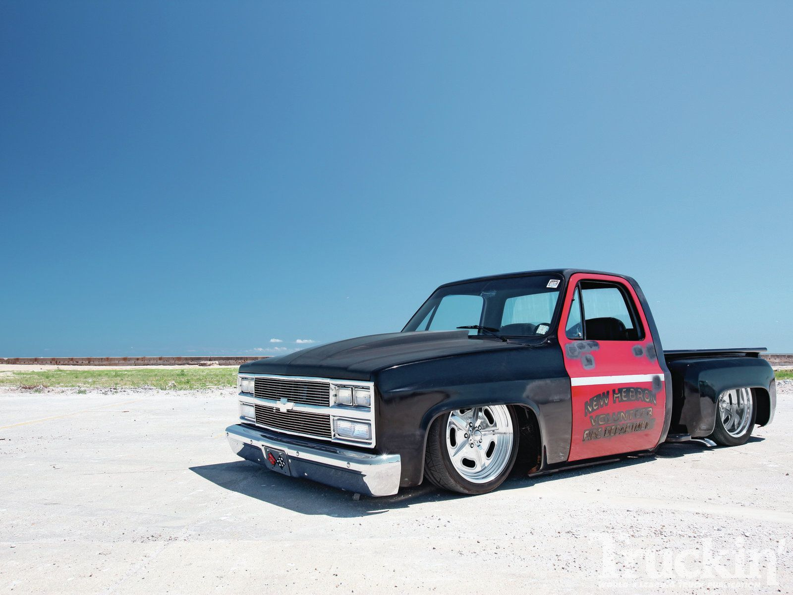busted knuckles 1981 chevy c10 stepside front angle photo 1 [ 1600 x 1200 Pixel ]