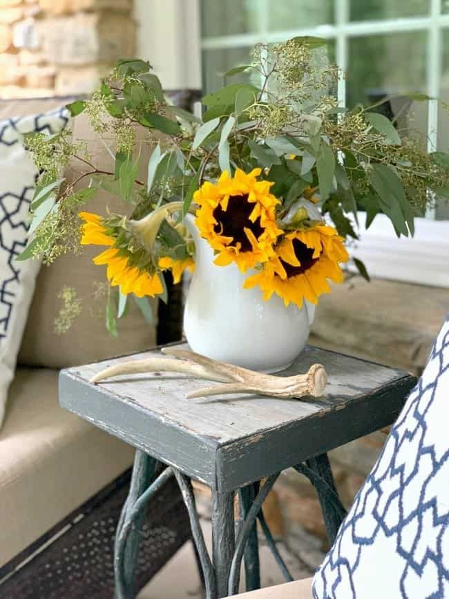 Front Porch Fall Decor - Pretty fall front porch decor ideas with mums, pumpkins and sunflowers and a blog hop.