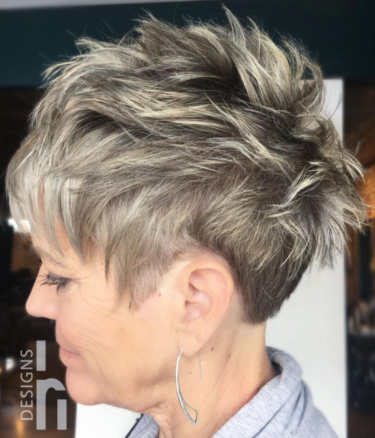 classy and simple short hairstyles for women over in