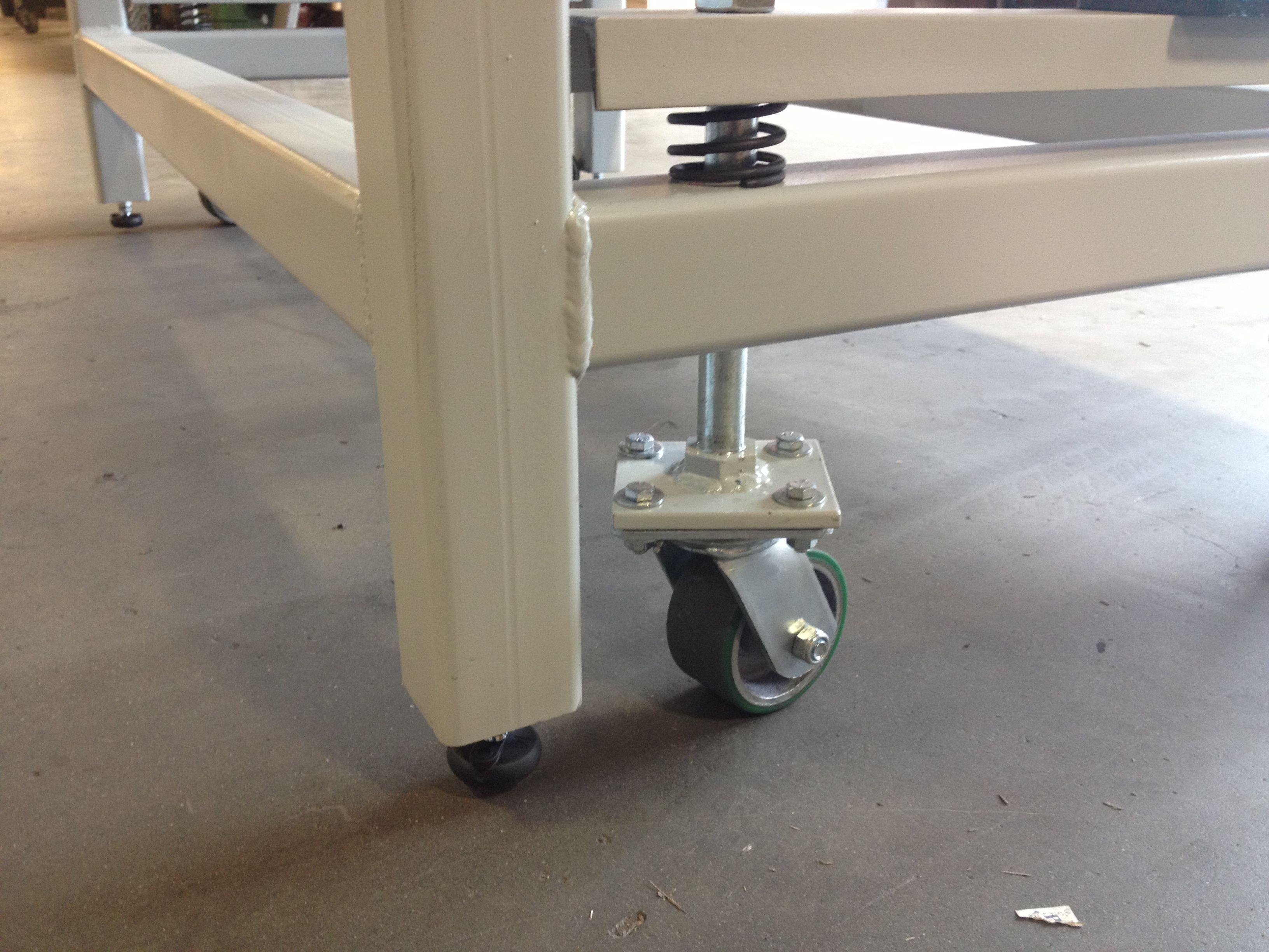 Heavy duty work bench with retractable wheels | Matt|in ...