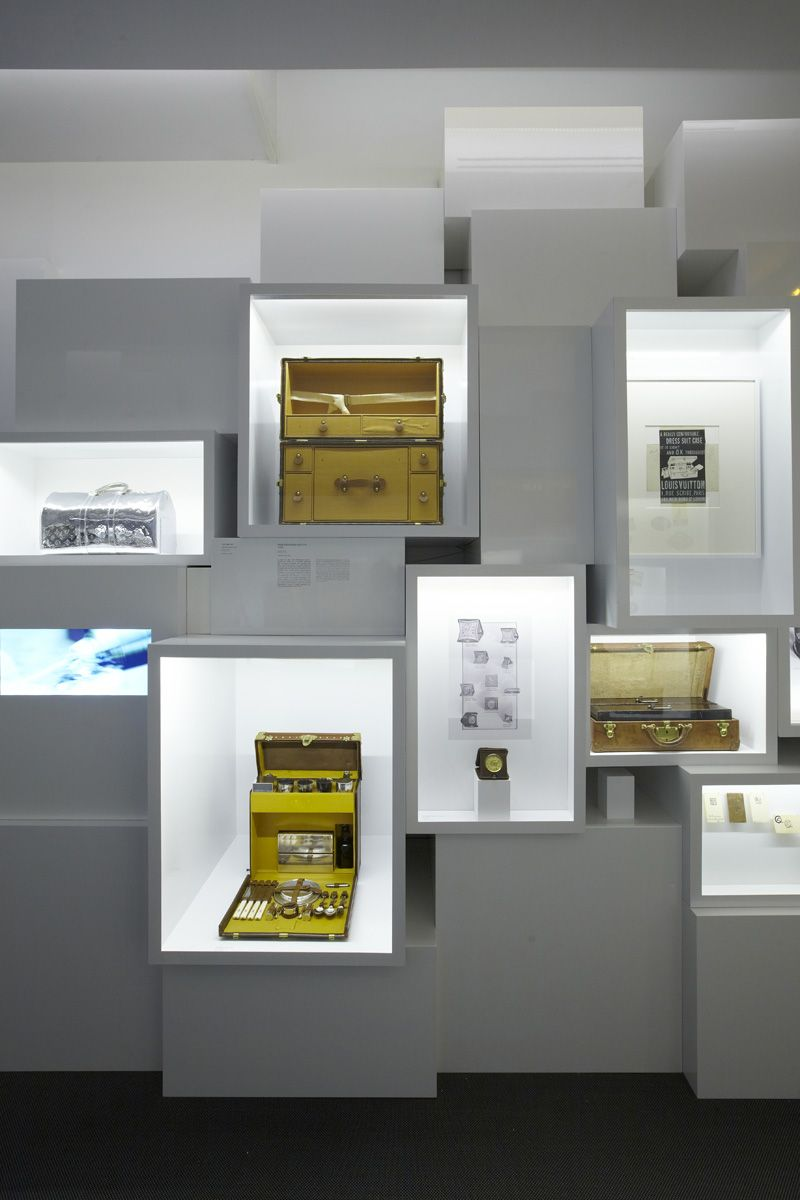 louis vuitton exhibitions pinterest vitrine schubladen und projekte. Black Bedroom Furniture Sets. Home Design Ideas