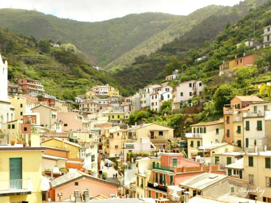 Colourful and Pretty houses at Riomaggiore - Cinque Terre ...