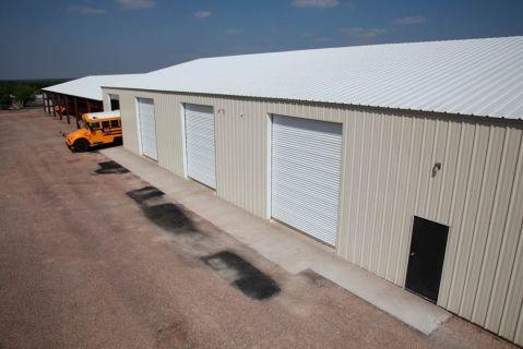 Best Walls Light Stone Roof White Trim White Roll Up Door White Garage 400 x 300