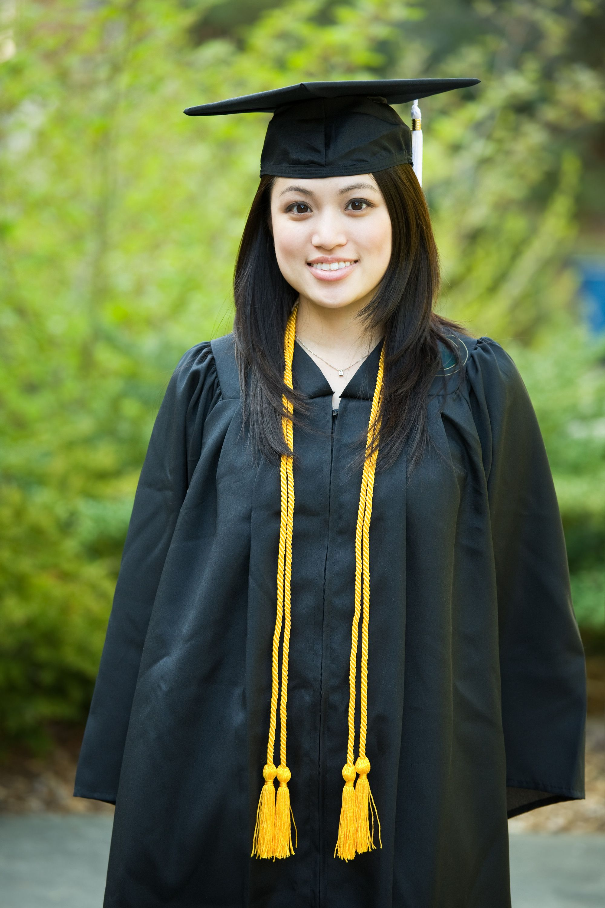 cap and gown poses for girls | Click | Pinterest