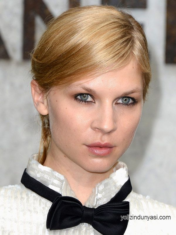 Clemence-Poesy-at-Chanel