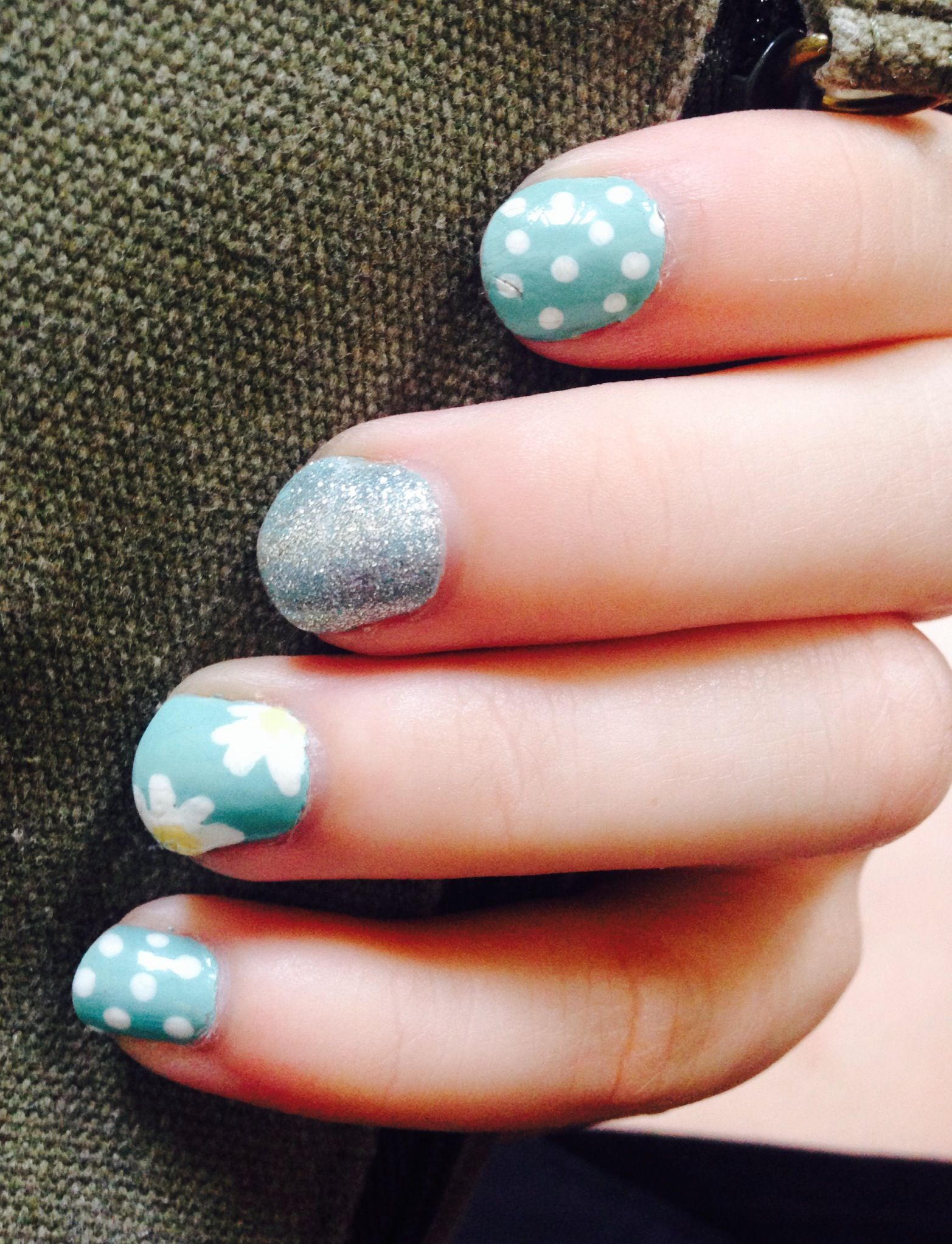 Easy daisy and polka dot nail design #blue #easy #fast #nail #art ...