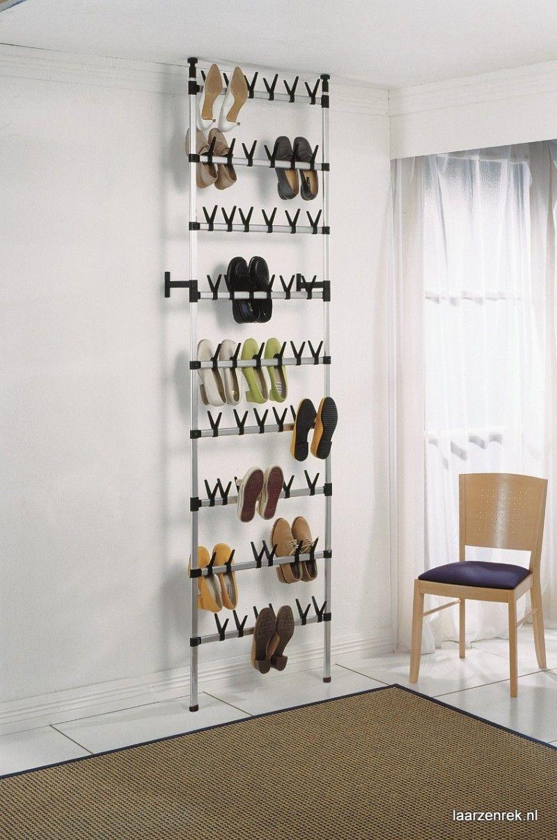 Sfeerimpressie van modern schoenenrek dat geschikt is voor maar ...