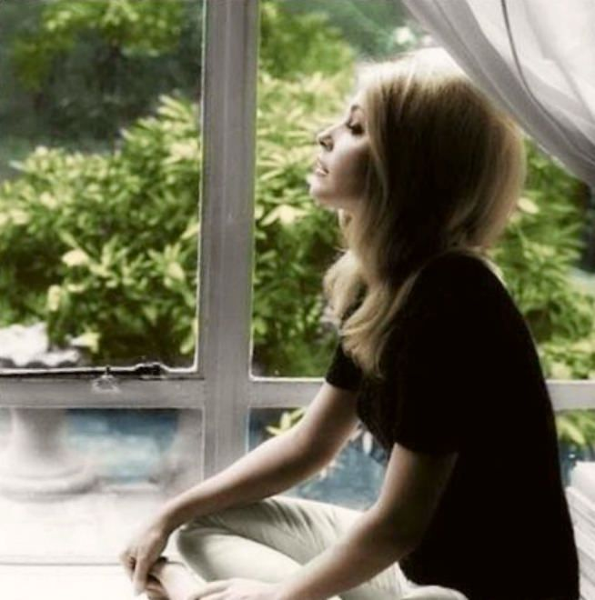 Sharon Tate At Her Apartment In London (1965) Photo By