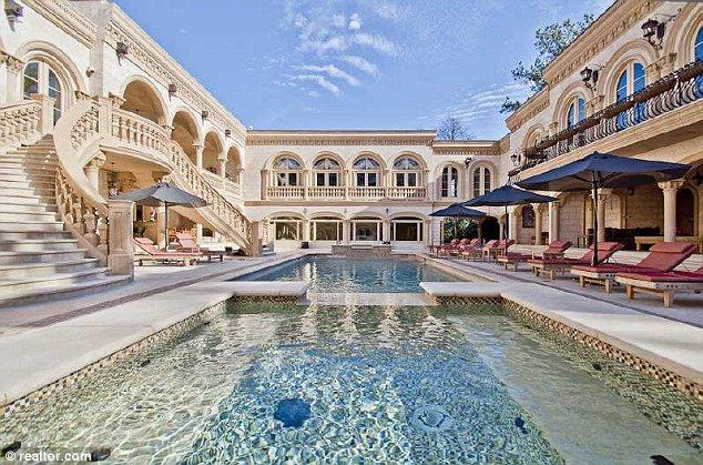 Inside Atlanta S Most Expensive Home With 11 Bathrooms Nine Bedrooms A Movie Theater And Seven Kitchens You D Never Have To Leave Expensive Houses Mansions Atlanta Mansions