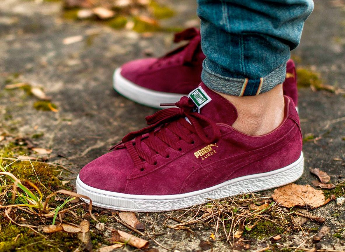pink suede pumas on feet