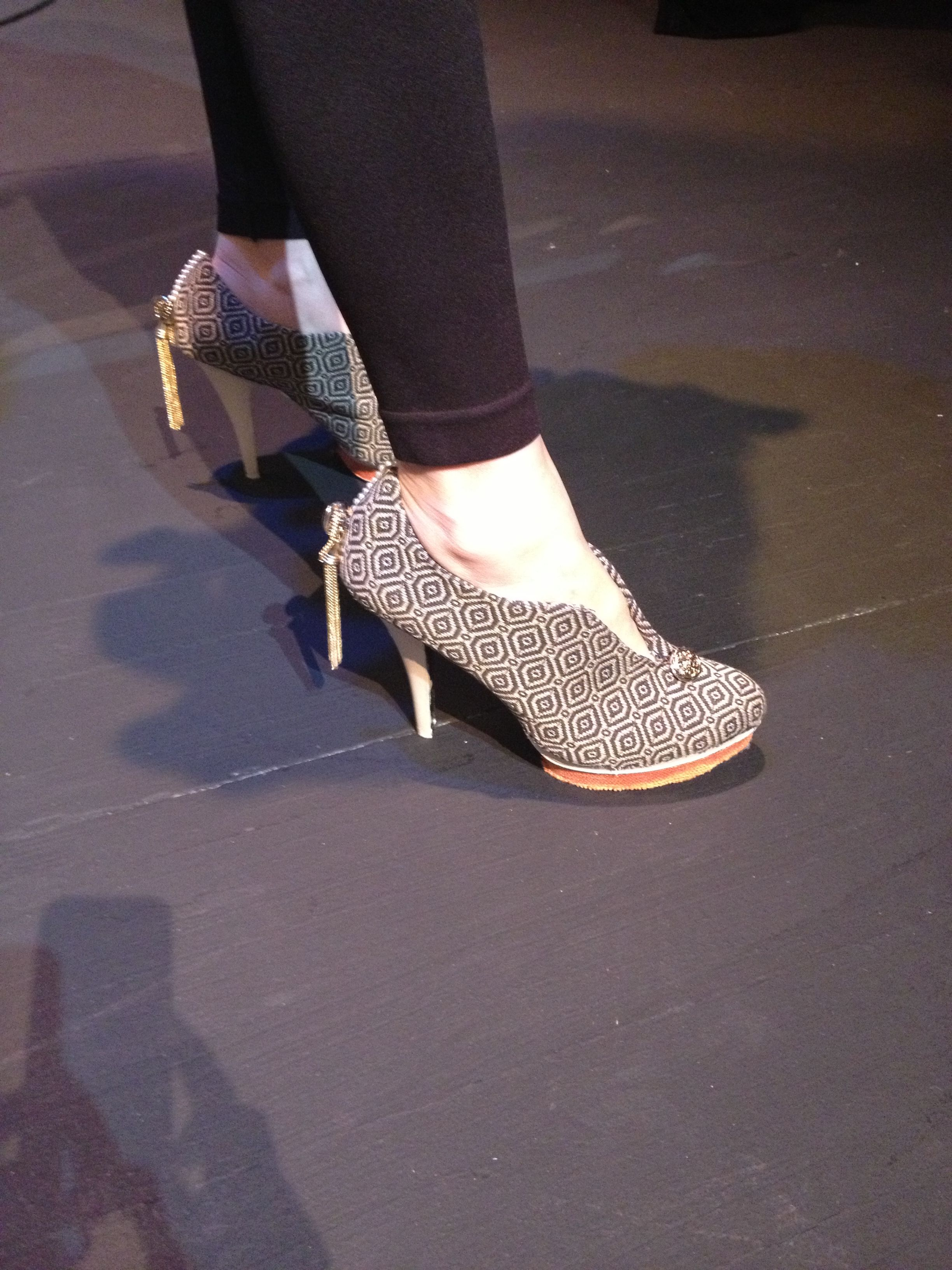 Elaine Williamson Had Custom Shoes Made Using Cr Laine Fabric Street Style At Hpmkt Shoes Heels Fall Shoes