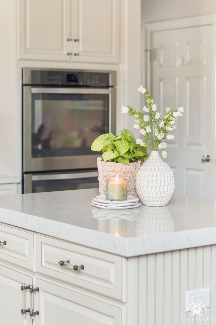 Inexpensive decorating ideas for the kitchen. #floralarrangements #kitchenislanddecor