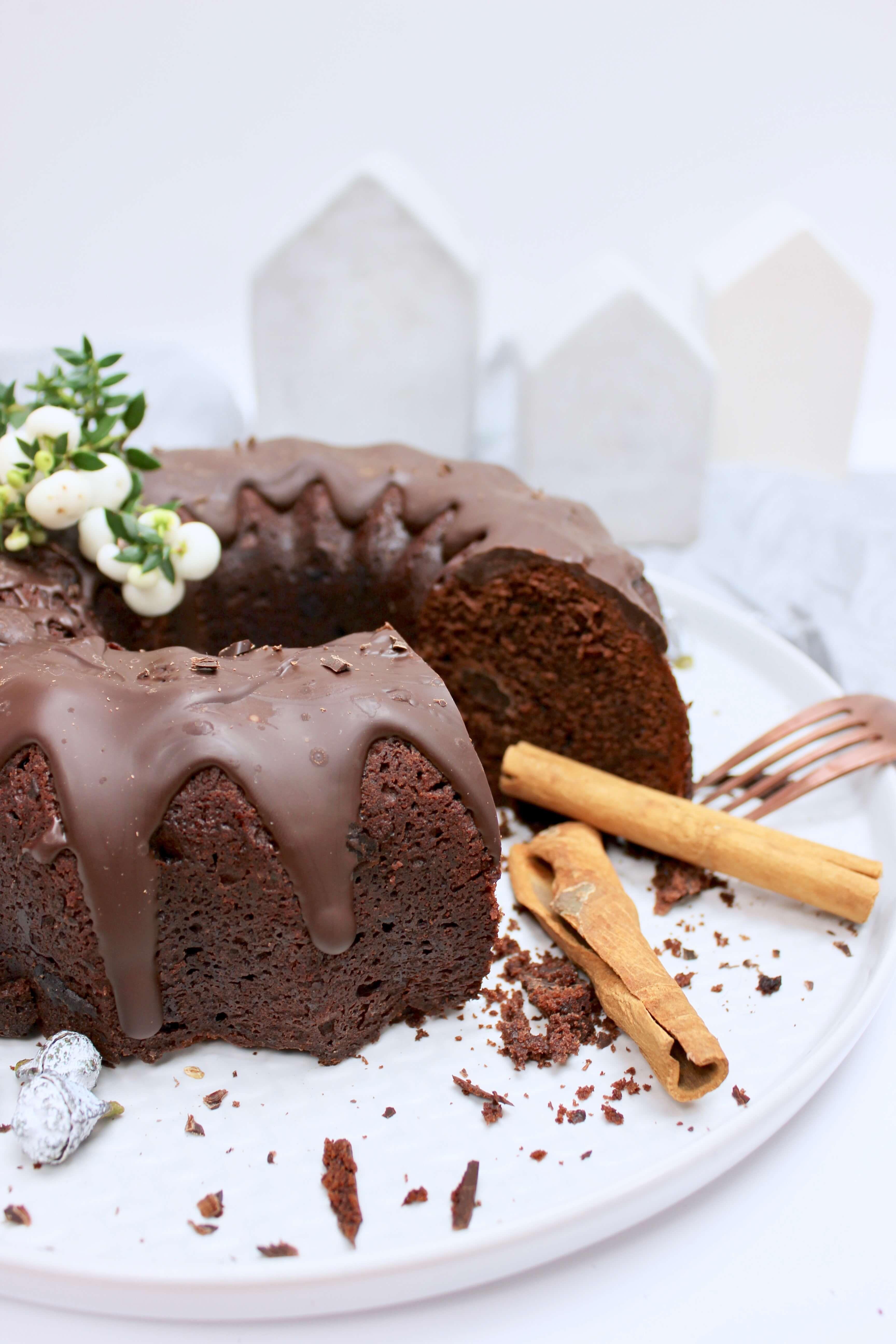 So Saftig Dieser Gluhwein Kuchen Ein Guglhupf Mit Schwipps Und Vieeel Schokolade Gluhweinkuchen Kuchen Und Torten Kuchen