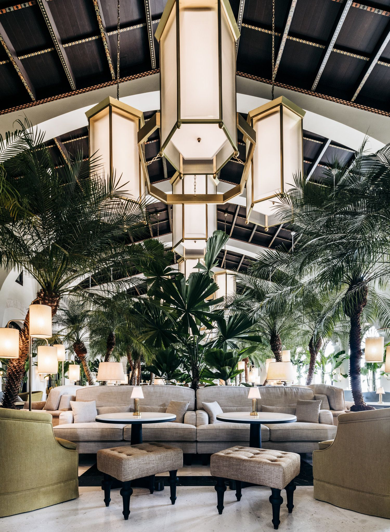 the lobby at the surf club four seasons in miami fl