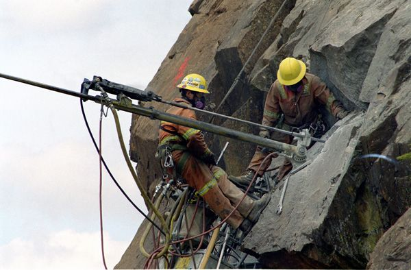 Our high scalers are highly trained specialists fully qualified in high angle rope access work. Scaling of loose rock on rock faces is done from the top down using scaling bars to loosen and remove rock.
