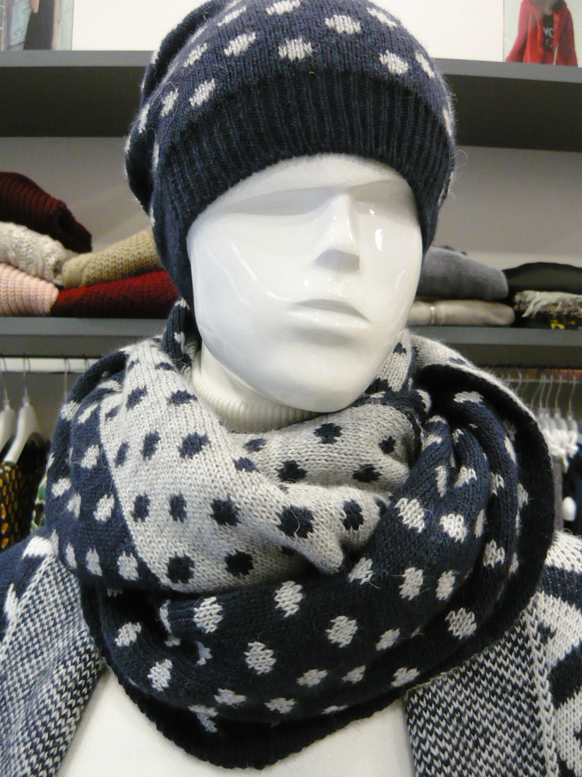 berretto + sciarpa €23 sc.30% €16 .... vendite di fine stagione .... #swagstoretimodellalavita #originalswagstore #swagstore #sarahchole #swag #italy #fashion swagstore.it ....