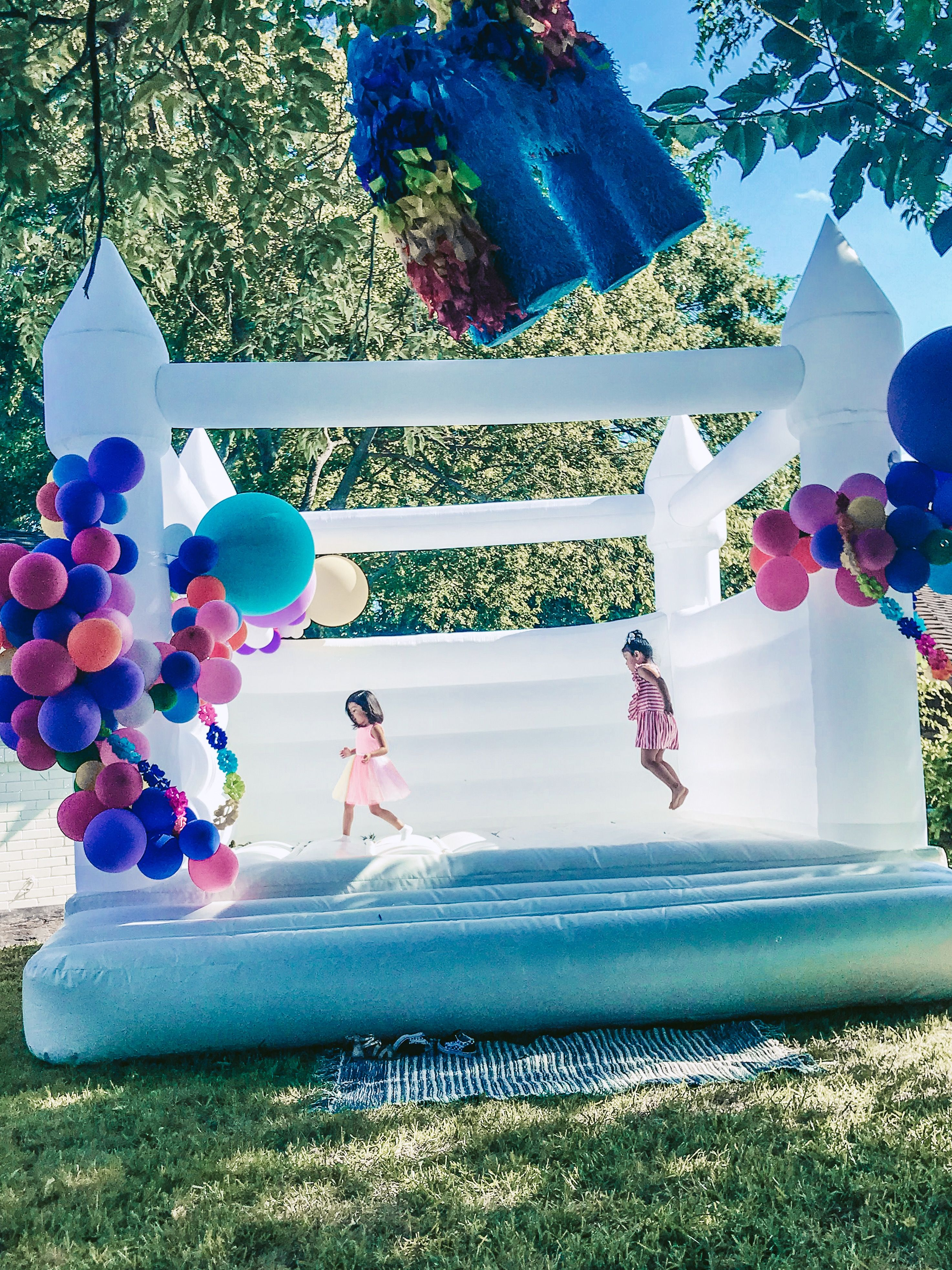 Modern Bouncy Castle Event Planning Guide Fun Balloons Rainbow Balloons