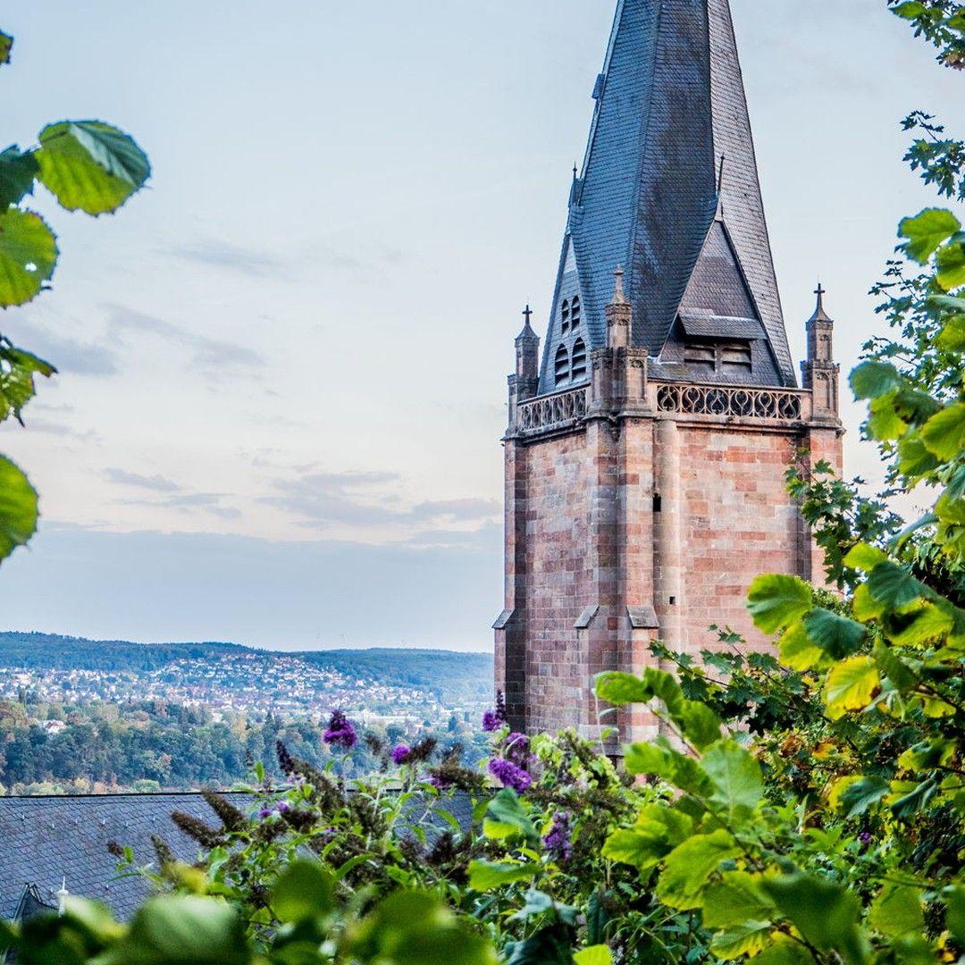Msiemund Posted To Instagram Oben Am Schloss Ist Die Aussicht Sogar Noch Besser Man Kann Auf Die Lahn Sehen Ins Grune Umland Marb Aussicht Schloss Marburg