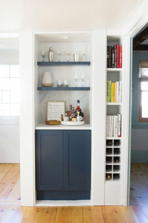 Pin Von Anna Peters Auf Einrichten Ideen In Grun Blau Grau Kleine Hausbar Esszimmer Bar Wohnzimmer Regal