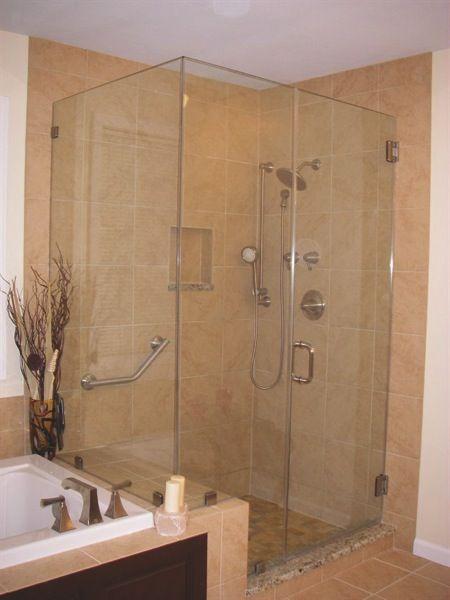 Lahay Lays Tiles That Help St Louis Bathrooms Shine Bathroom Remodel Master Master Bath Remodel Master Bedroom Bathroom