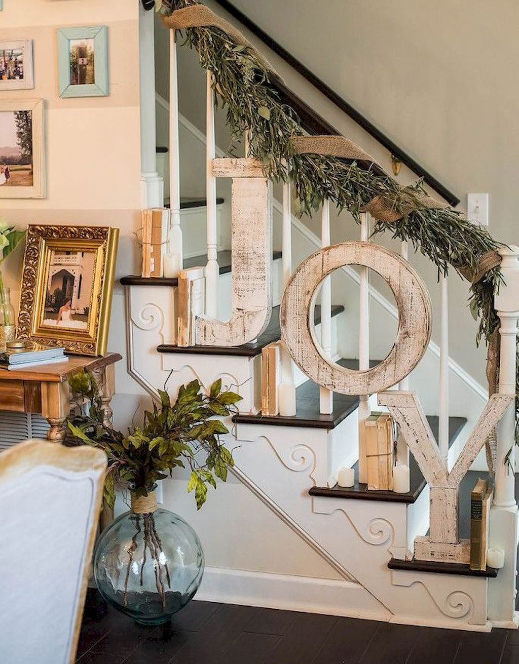 01 Rustic Farmhouse Christmas Decorating Ideas